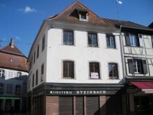 1 pièce  avec petite terrasse intérieur centre Selestat - dfdfdfrr